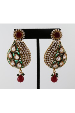 "Antique Earrings with Green ""Mina Karigiri"" and Pearls"