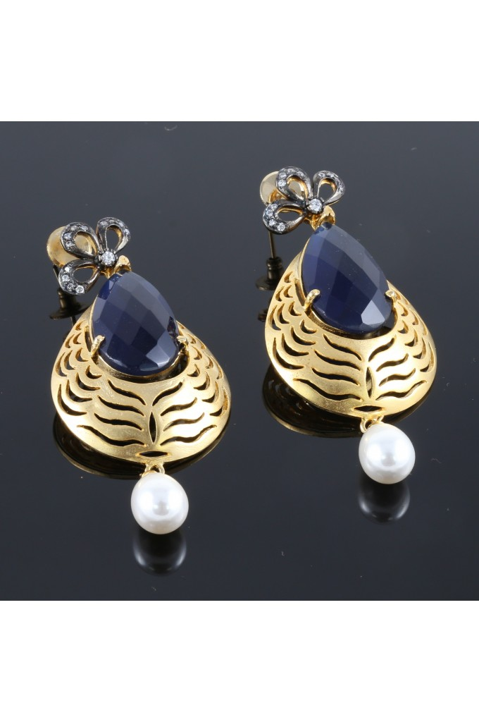 Contemporary Fashion Earrings with Pearl Droplet