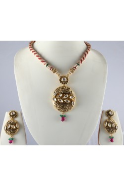Antique Gold Finish Kundan Pendant Set